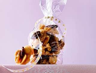 Geschenke aus der Küche: Selbstgemachte Karamellnüsse - amicella.de