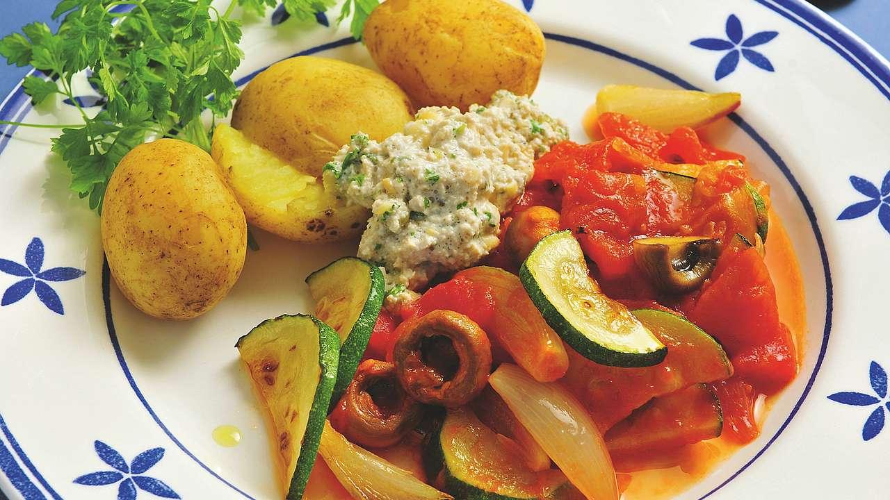 vegan kochen mit soja zucchinigem se mit kartoffeln und tofucreme. Black Bedroom Furniture Sets. Home Design Ideas