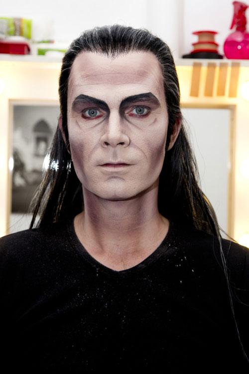 Schminkanleitung Das Perfekte Vampirkostüm Für Männer Amicellade