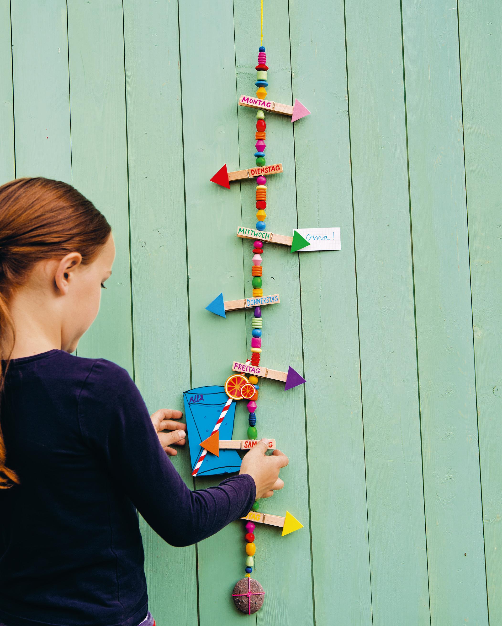 Recycling Basteln Selbstgemachter Wochenplaner Für Kinder