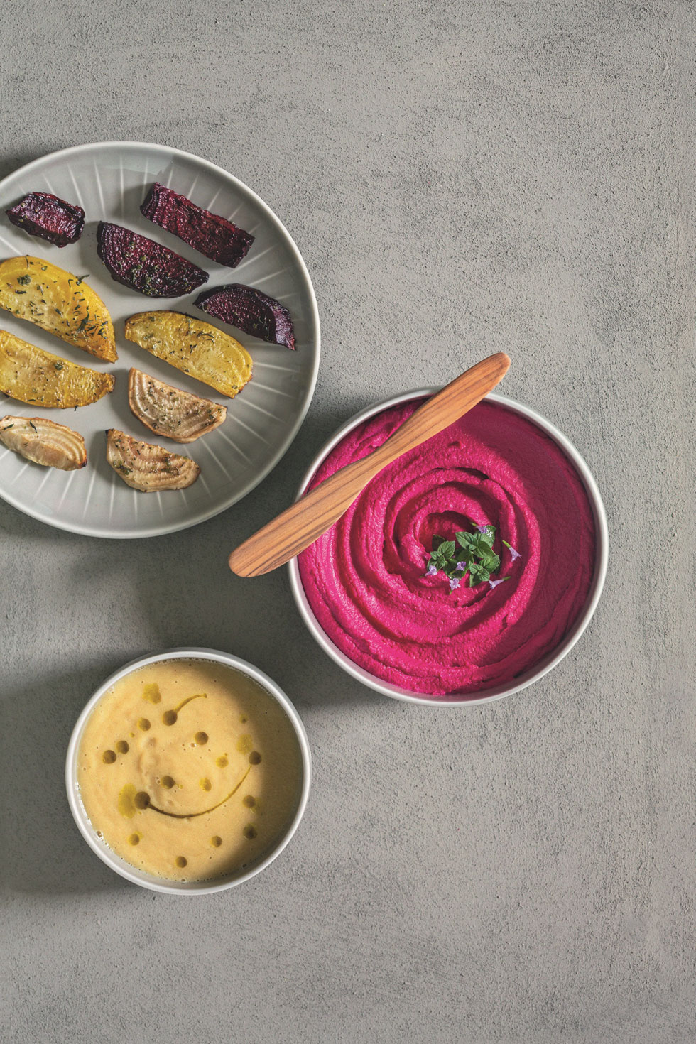 Ein Rezept – drei Variationen: Ofenbete, Bete-Hummus und cremige Bete-Suppe